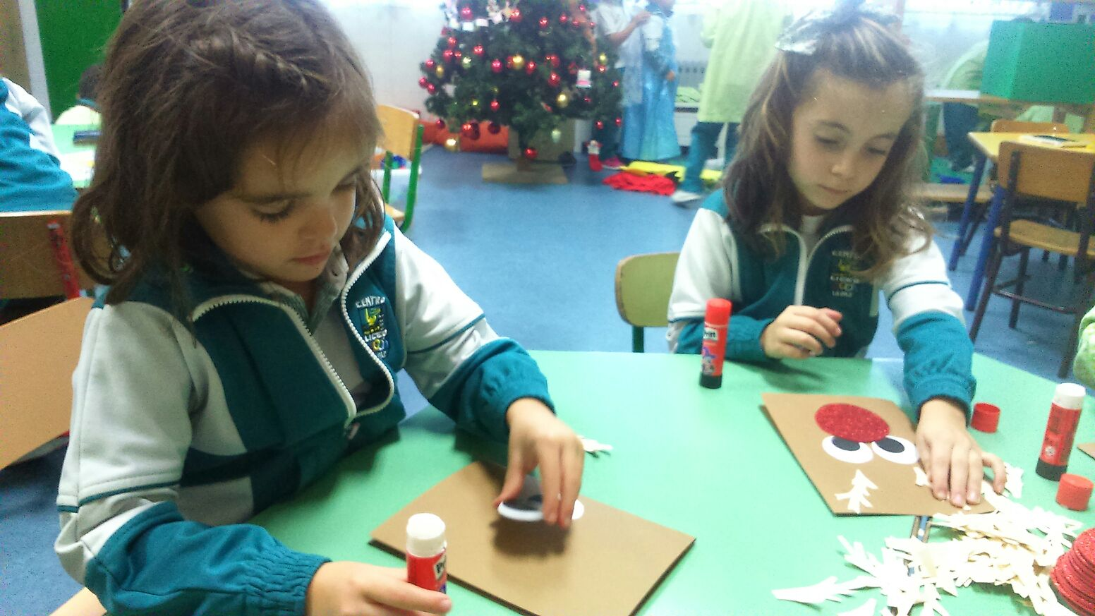 Tarjetas de navidad hechas por los ni os de infantil para for Tarjetas de navidad hechas por ninos